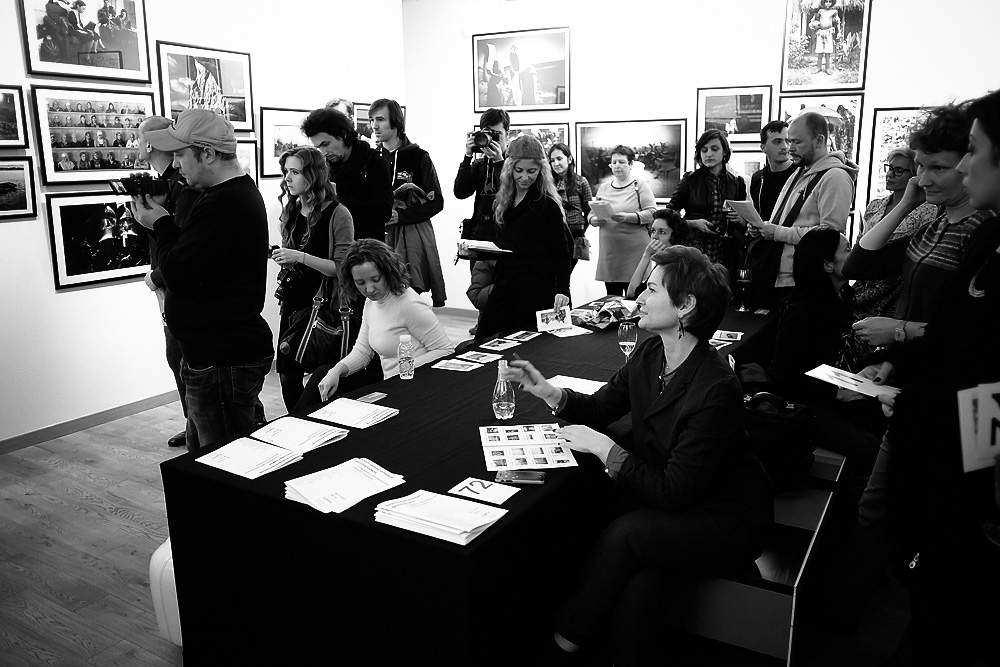 продать фото на аукционе фотографиях