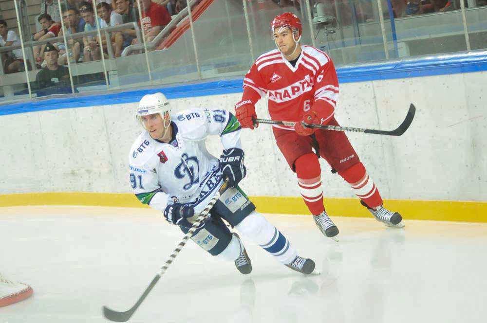 Чемпион КХЛ переиграл Спартак