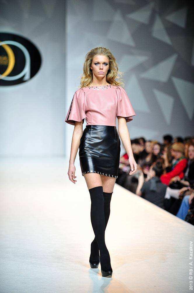 1dd9a5dd2a57 ... Модельер Элеонора Амосова представила на Московской Неделе Моды свою новую  коллекцию Glamrock ...