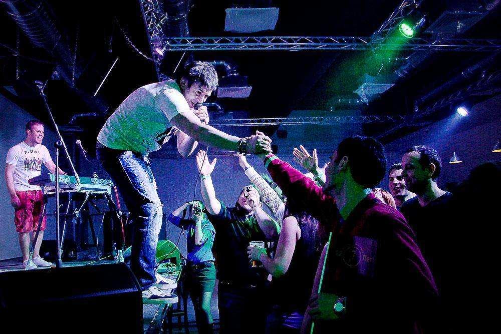 На сцене клуба «Гластонбери» выступила группа «7Б»