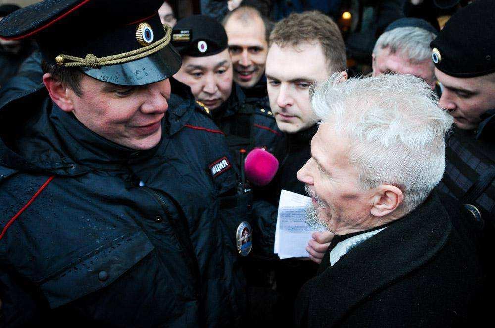Лимонова задержали на Триумфальной площади