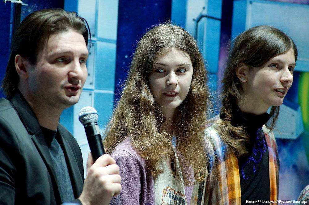 Впервые на манеже: пресс-конференция с участием инопланетян