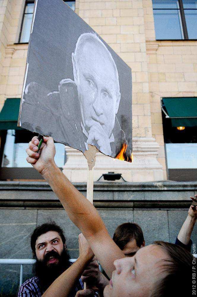 Горящий портрет Путина. Стратегия-31. Триумфальная площадь