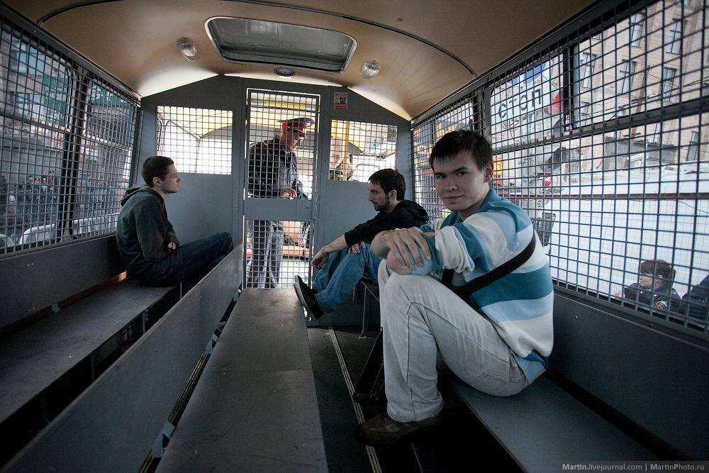 Задержанные в автозаке. Митинг несогласных
