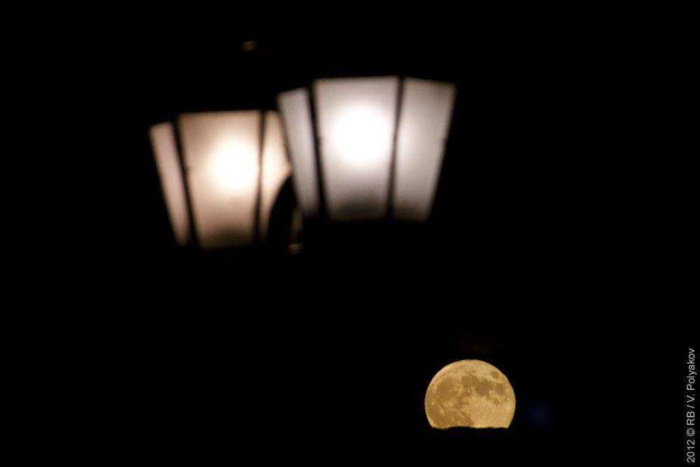 Луна над Москвой