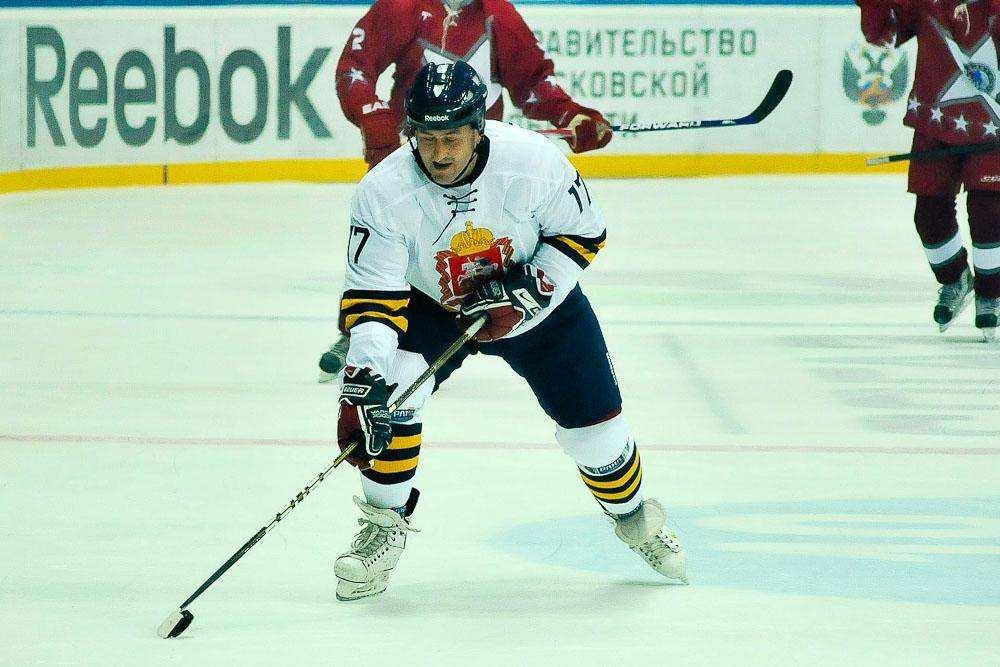 Первый матч Российской любительской хоккейной лиги