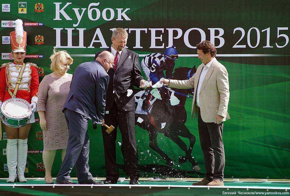 Девять жеребцов и одна кобыла разыграли Большой Всероссийский приз