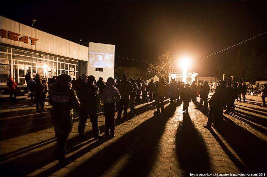 Крым. Как люди в Щелкино выживают без электричества и газа