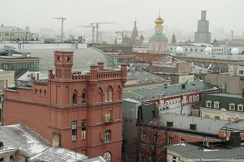 А если подняться ещё выше, можно посетить музей советских игрушек «Музей детства» и смотровую площадку на крыше универмага. «Детский мир»