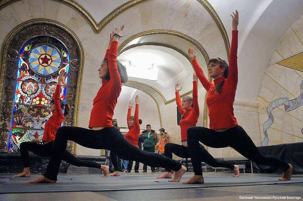 Акция Ночь йоги в метро