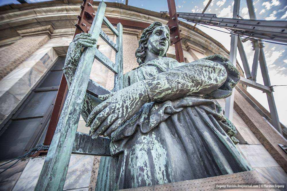 Фемида определит судьбу Исаакиевского собора