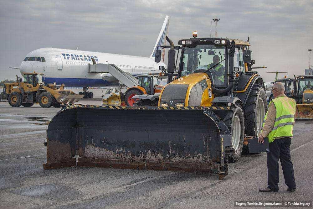 В аэропорту Пулково прошел смотр аэродромной техники