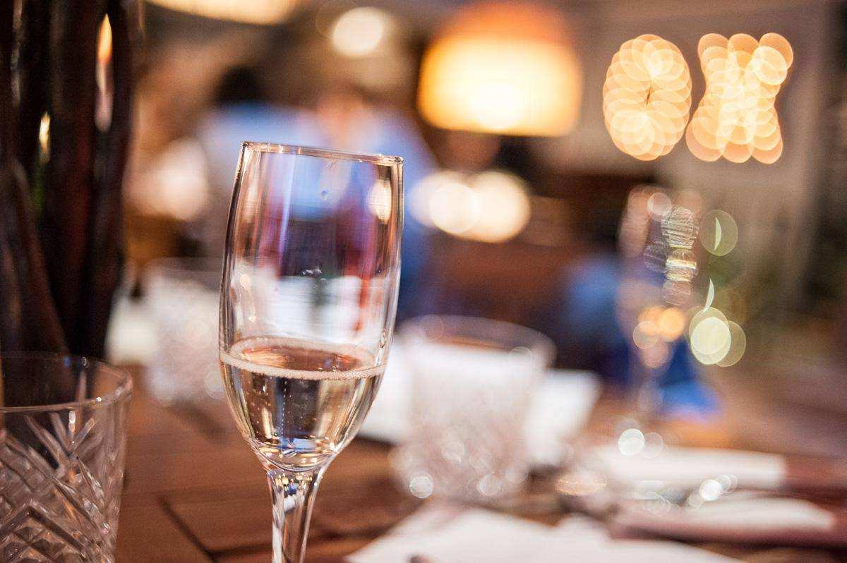 Особенности дегустации игристых вин на углу Пречистенки и Смоленского бульвара