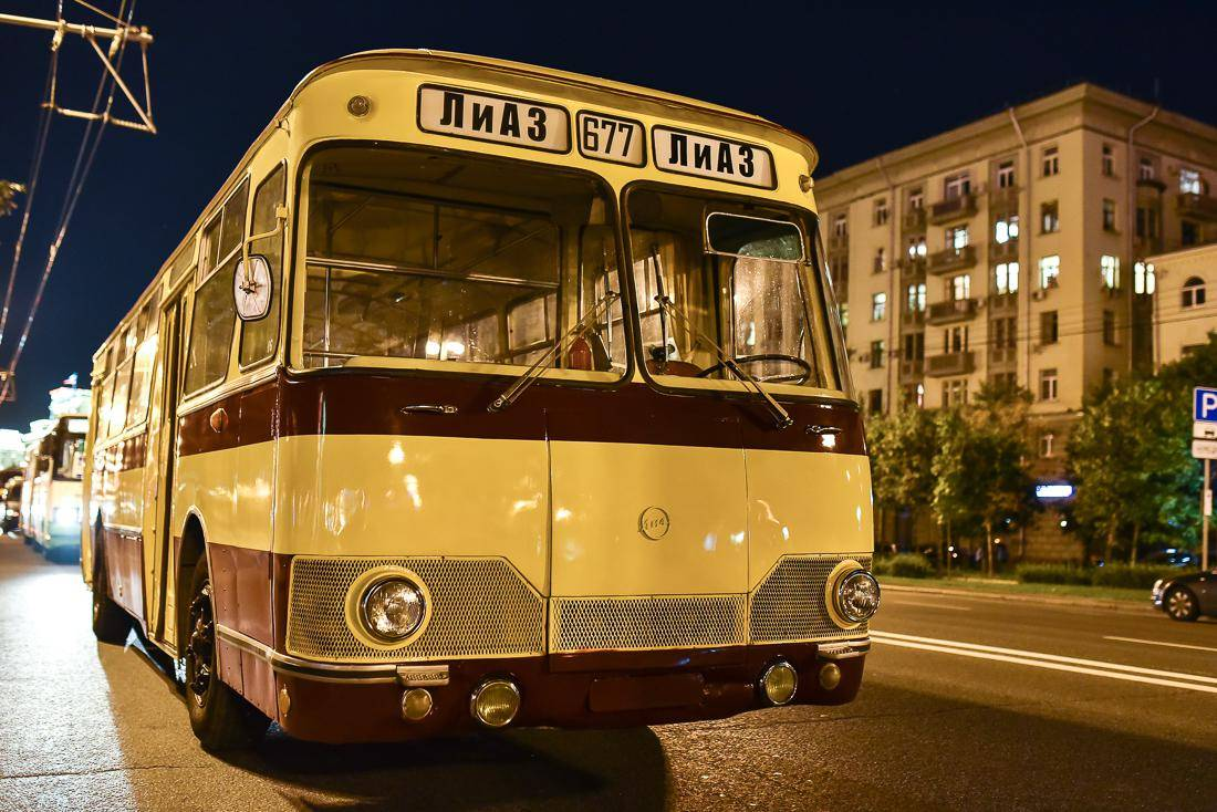 модель фото ретро автобусов коллаж нескольких