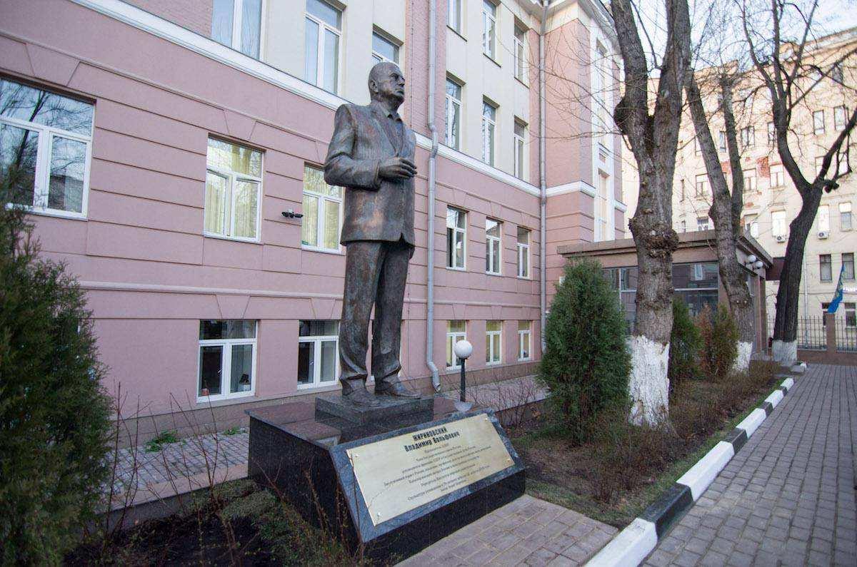 Трехметровое величие Жириновского