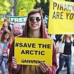 У посольства России в Гааге прошла акция протеста в поддержку активистов организации Greenpeace