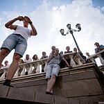 Жириновски купается в фонтане
