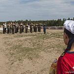 Военный оркестр штаба Западного военного округа исполняет различные маршы.