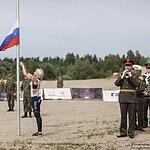 Торжественное поднятие флага.
