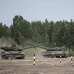 Демонстрация возможностей танков Т80: преодоление препятствий, выстрелы, езда змейкой...