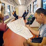 Схемы линий в вагонах метро станут крупнее