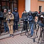 Москвичи несут цветы к представительству Ростовской области