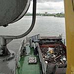 Обычный рабочий день теплохода-мусоросборщика